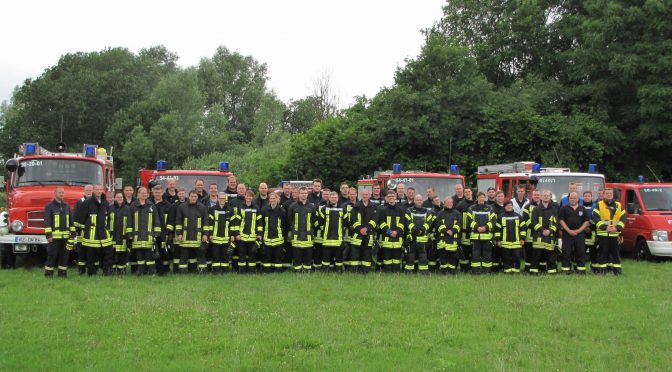 Feuerwehranwärter bestehen Abschlußprüfung